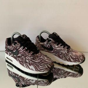 Nike Air Max 1 QS Zoo Pack Zebra Size 5.5Y